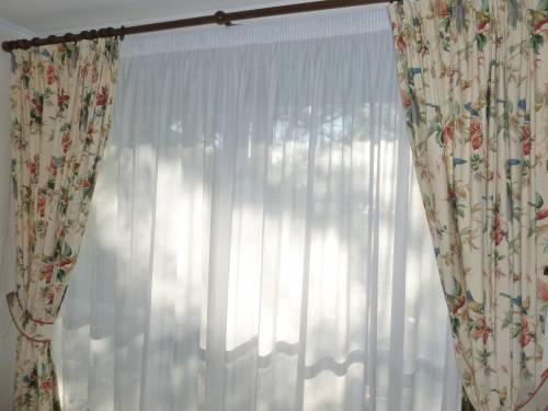 voilages + doubles rideaux + tringle - Ville de Vélizy-Villacoublay